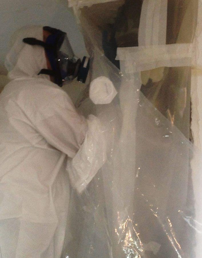 """Fasi di bonifica e rimozione tubazioni in amianto con metodo """"glove bag"""""""