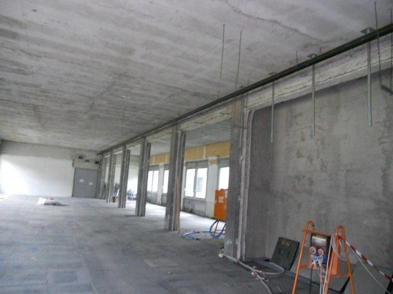 Dopo lo svuotamento dell'edificio iniziano lo strip out e le demolizioni a san donato