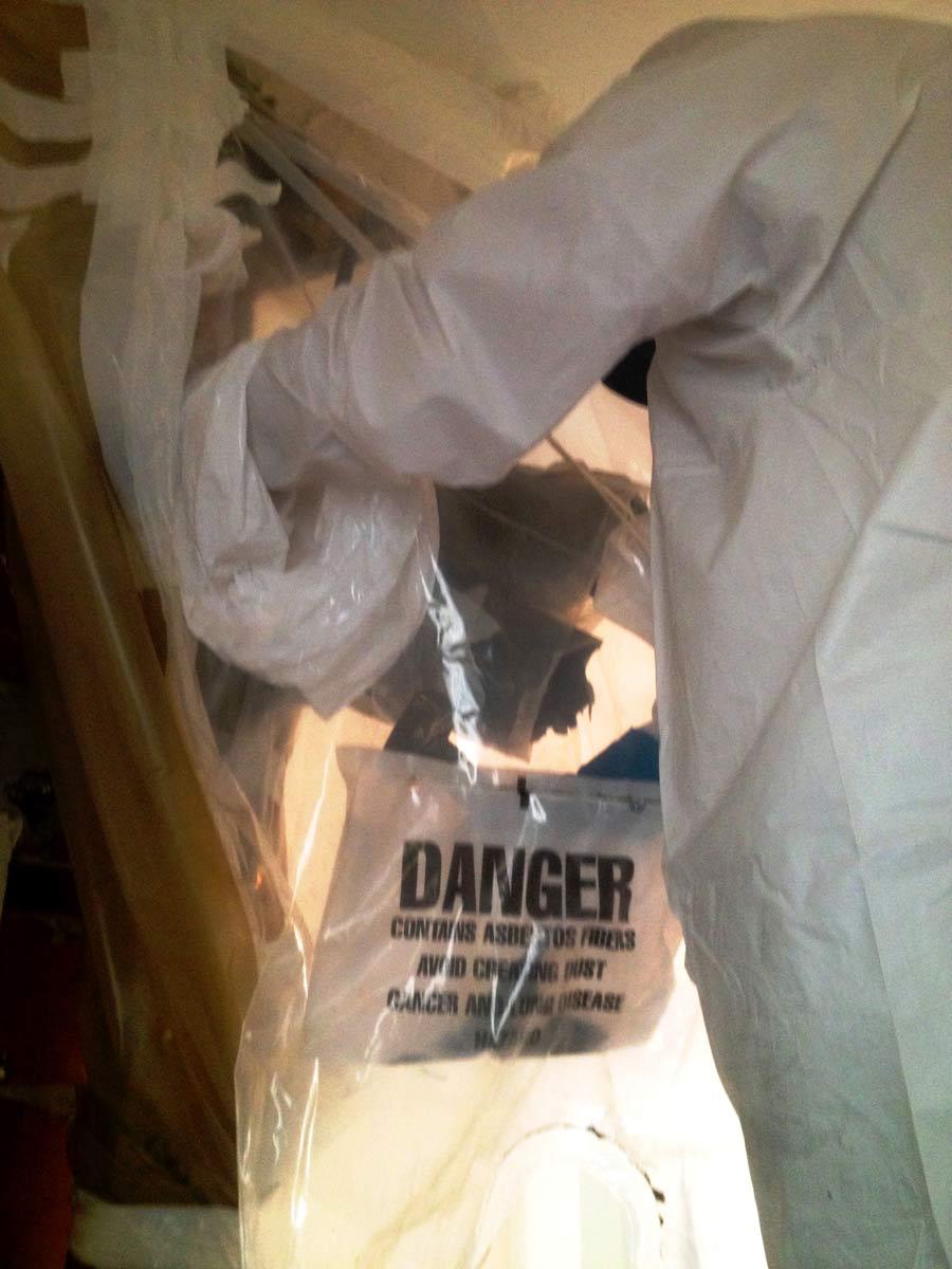 Amianto friabile -Tecnica di bonifica con l'utilizzo di glove bag - Virtus Srl