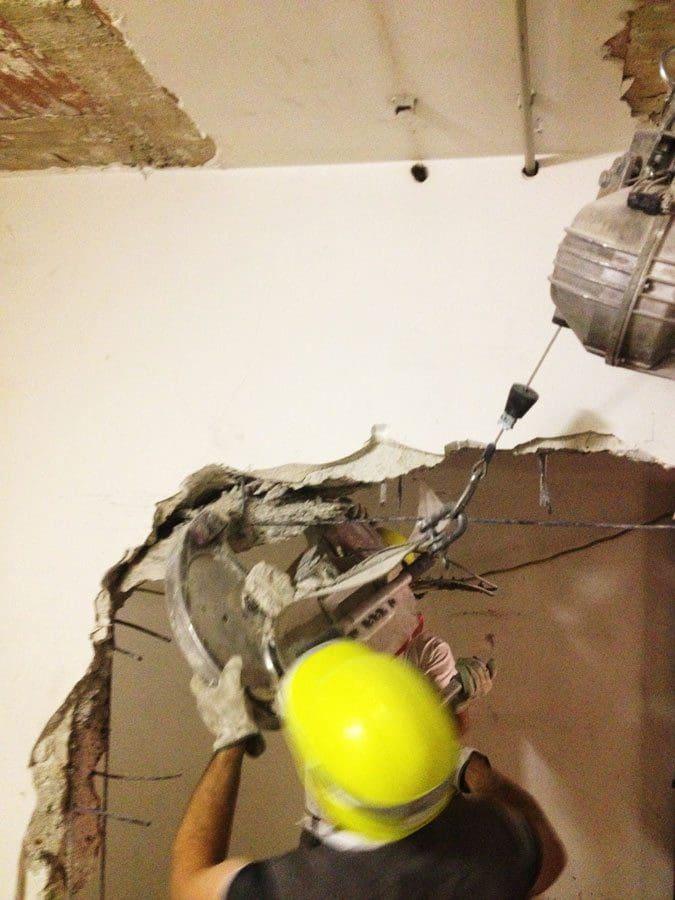 Demolizione delle murature - Banca intesa di Arcore - Virtus Srl