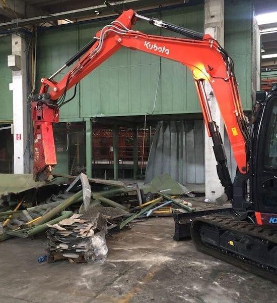 Nuovo escavatore da demolizione in arrivo