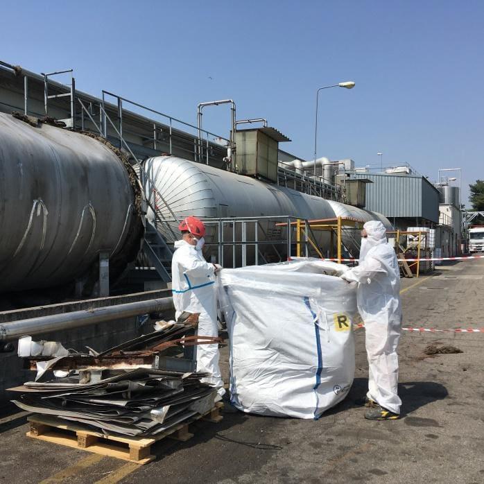 Dismissione reparto stoccaggio materie prime azienda chimica settore automotive